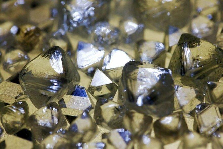 Buôn bán kim cương sôi động vì nhà giàu mua online